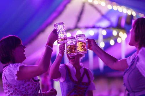 Kai Behrendt Oktoberfest Schwerin Online Res - 081 - 08646